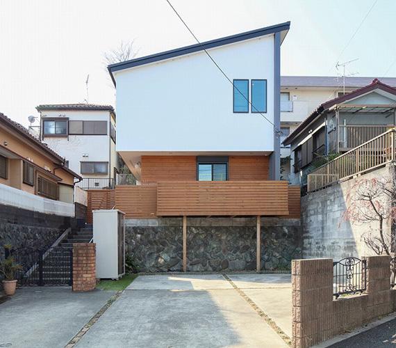 よう壁の上に建つ女子5人の家:W様